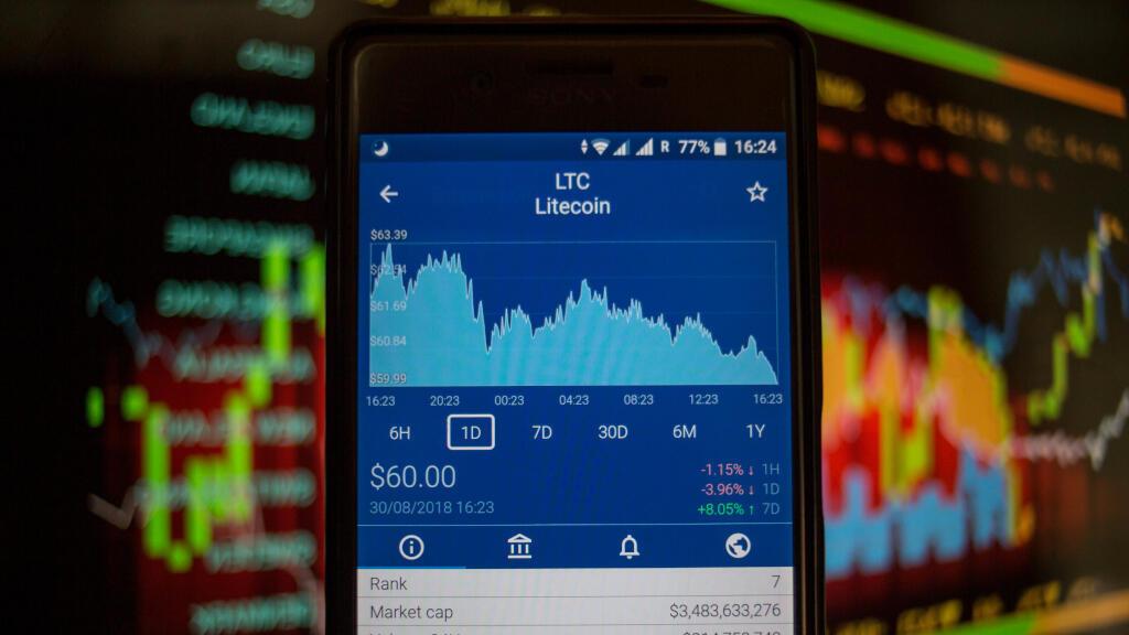 Sur cette illustration, un smartphone affiche la valeur marchande en Bourse du Litecoin, une monnaie électronique sous license libre.
