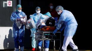 Equipas médicas têm estado sobrecarregadas com os casos de coronavírus.