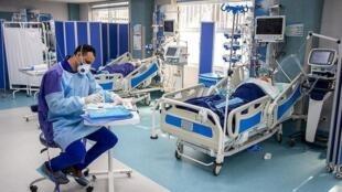 بخش ویژه یکی از بیمارستانهای ایران که بیماران مبتلا به کرونا در آن بستری هستند.