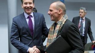 Le président de l'Eurogroupe Jeroen Dijsselbloem (g.) et le ministre grec des Finances Yanis Varoufakis (d.) lors d'un précédent Eurogroupe consacré à la Grèce, le 11 février 2015.
