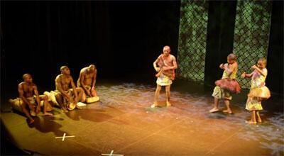 Le Groupe de musique traditionnelle autochtone «Ndima» sur scène (Capture d'écran).