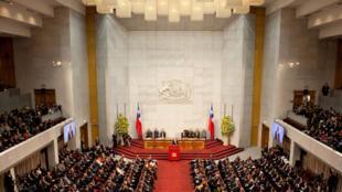 Le parlement chilien débat actuellement sur une loi pour réduire le temps de travail de 45 à 40 heures.