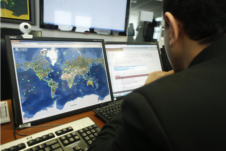 Договор о всеобъемлющем запрещении ядерных испытаний пока не вступил в силу, но уже действует Международная сеть мониторинга. Более 300 станций по всему миру передают информацию в Вену