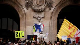 Những người Áo Vàng biểu tình tại Paris ngày 15/12/2018.