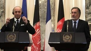French Foreign Minister Laurent Fabius (L) and his Afghan counterpart Zalmai Rassoul