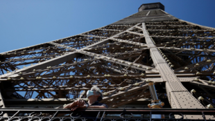 2020-06-25 france paris eiffel tower lockdown covid-19 coronavirus tourism face mask