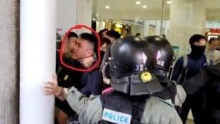 被棍毆及箍頸男子(紅圈中人)原來是便衣警員