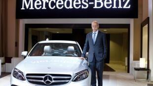O salão do automóvel de Detroit é a ocasião para as montadoras mostrarem seus lançamentos, como o Mercedes-Benz 2015 C-Class, apresentado na véspera da abertura oficial pelo presidente da Daimler, Dieter Zetsche.