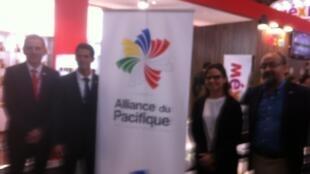 Los responsables de la promoción comercial de los productos alimenticios de los países de la Alianza del Pacífico en el SIAL, el 20 de octubre de 2014.