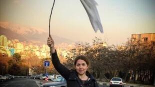 شاپرک شجریزاده-یکی از زنان معترض به حجاب اجباری
