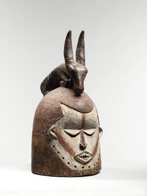 Masque heaume anthropo-zoomorphe de l'ethnie Suku (RDC)