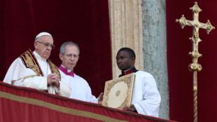 Đức Giáo Hoàng gởi thông điệp nhân ngày Giáng Sinh từ quảng trường Thánh Phêrô, ngày 25/12/2016.
