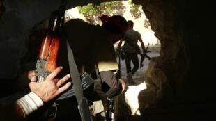 Combatentes do Exército Sírio Livre em Khan al-Assal, um dos locais que serão investigados pela ONU