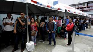 Inmigrantes nicaragüenses esperan para pedir asilo en Costa Rica. San José, 24 de julio de 2018.