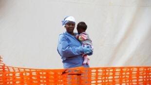 Butembo (RDC): Victorine Siherya est une survivante d'Ebola ; désormais, elle se consacre aux soins aux bébés malades (mars 2019).