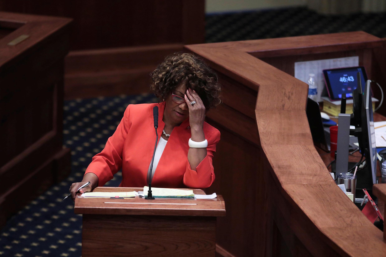 USA:La sénatrice Linda Coleman-Madison, opposée au texte, lors du vote au Sénat de l'Alabama, le 14 mai 2019.
