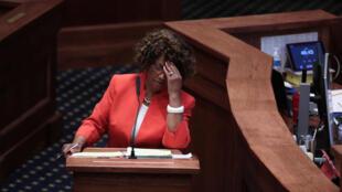 La sénatrice Linda Coleman-Madison, opposée au texte sur l'avortement, lors du vote au Sénat de l'Alabama, le 14 mai 2019.