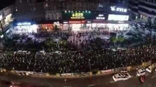 圖為網傳杏壇鎮居民示威抗議高危化學廢品處理中心計畫