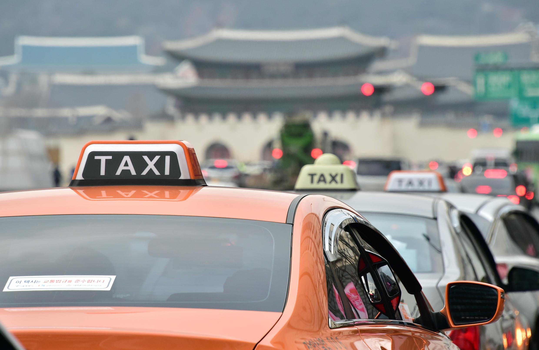 En Corée du Sud, les taxis ont vu arriver un nouveau concurrent: Poolus, une application de covoiturage qui permet à des chauffeurs non professionnels d'emmener des passagers deux fois par jour.