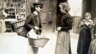 阿切特最喜歡和擅長拍攝的主題是老巴黎形形色色的人和街景
