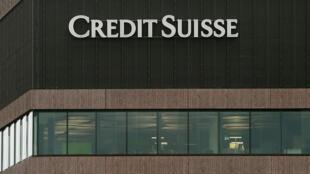 La banque Crédit Suisse va verser plus de 5 milliards de dollars aux autorités américaines pour échapper à des poursuites en justice en raison de la crise des subprimes.