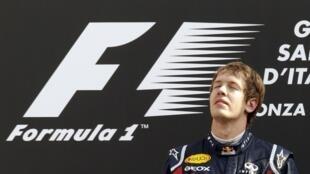 O alemão Sebastien Vettel se emociona durante a cerimônia de premiação.