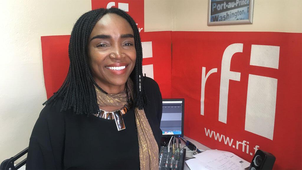 Emeline Michel au studio de Koze Kilti.