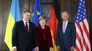 Tổng thống Ukraina Petro Poroshenko, Thủ tướng Đức Angela Merkel và Phó Tổng thống Hoa Kỳ Joe Biden tại Diễn đàn An ninh Quốc tế lần thứ 51tại Munich, Đức ngày 07/02/2015.