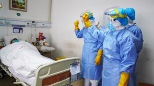 Tại một phòng bệnh chăm sóc bệnh nhân virus corona mới, ở tỉnh Sơn Đông, Trung Quốc. Ảnh chụp ngày 28/01/2020.