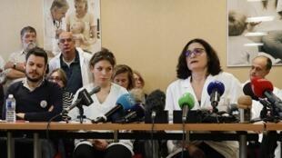 Пресс-конференция французских врачей, пригрозивших властям увольнением с административных должностей, 14 января 2020 года
