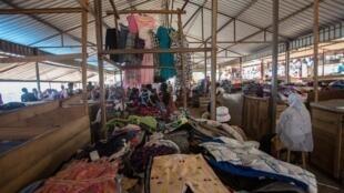 Sur un marché de vêtements de seconde main à Kigali au Rwanda, le 8 juin 2018.