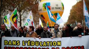 Манифестация французских учителей в Париже в день забастовки работников министерства образования 12 ноября 2018