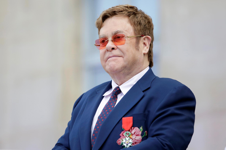 Элтон Джон с орденом Почетного Легиона в Елисейском дворце 21 июня 2019