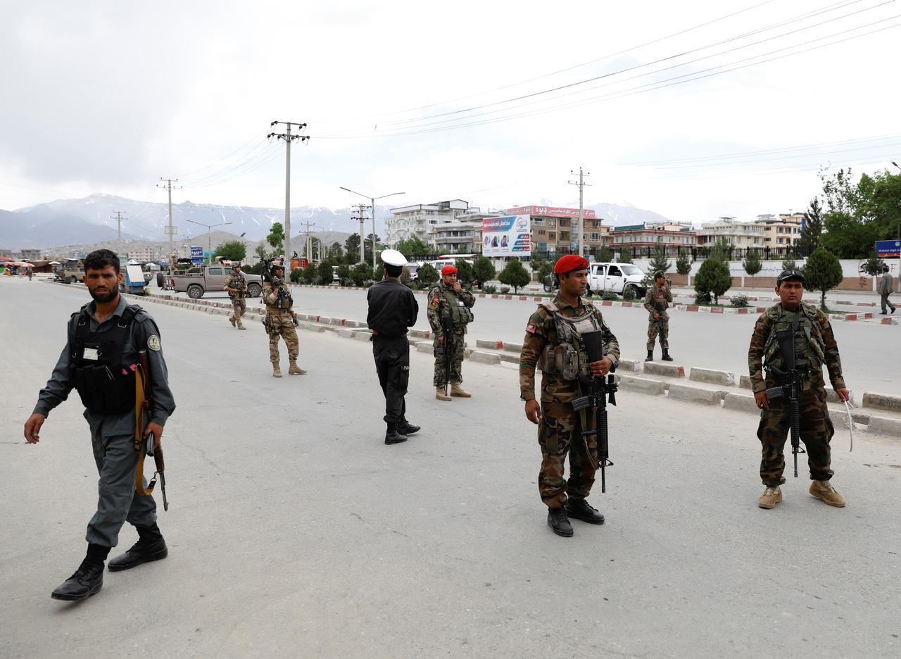 Wasu sojojin Afghanistan yayin sintiri a birnin Kabul.
