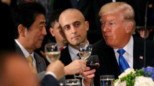 美國總統特朗普與日本首相安倍晉三在聯合國總部共進晚餐,2017年9月19。