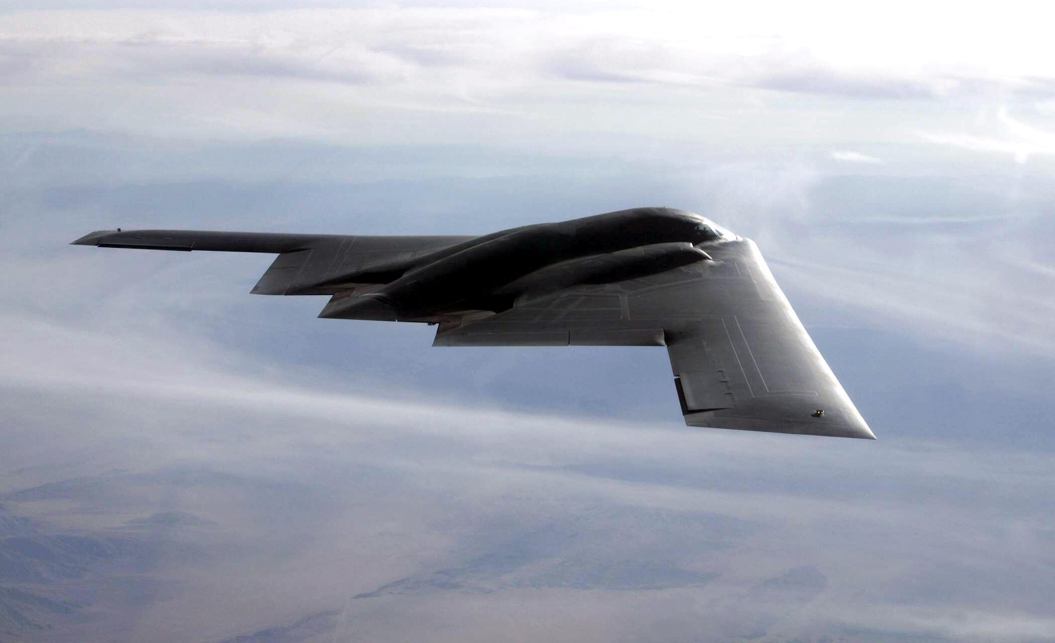 Oanh tạc cơ chiến lược B2 của Mỹ có khả năng mang theo cả bom thường lẫn bom nguyên tử