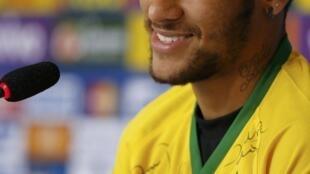 Neymar durante coletiva em Teresópolis, 10 de julho de 2014.