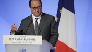 Presidente francês, François Hollande, na conferência anual, no Eliseu, de diplomatas e embaixadores, da França,  a 25 de agosto de 2015.