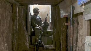 Ukraine - Soldat - Donetsk - AP21109687471004
