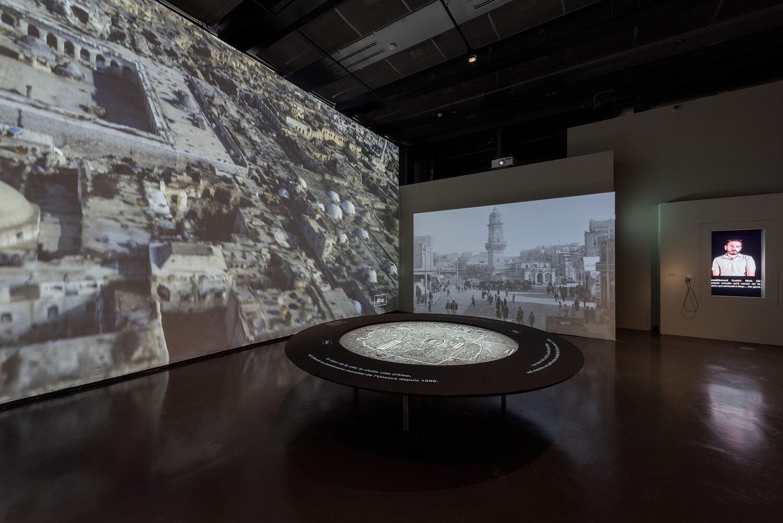 La segunda sala, sobre Alepo, se centra en los habitantes de la ciudad, para subrayar que Alepo no es solamente un lugar de destrucción.