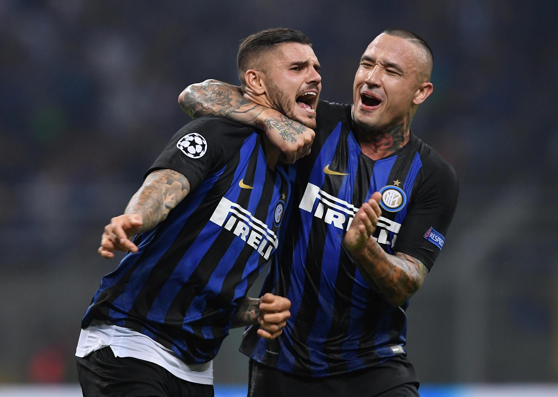 Mauro Icardo, félicité par Radja Nainggolan, a marqué un superbe but avec l'Inter Milan contre Tottenham le 18 septembre.