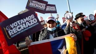 2020-10-23T101608Z_423478977_RC20OJ94C4YN_RTRMADP_3_CHILE-CONSTITUTION
