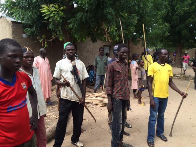 Des membres d'un comité de vigilance dans le sud d'Amchidé.