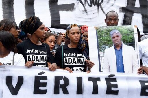 Adama Traoré, alors âgé de 24 ans, est décédé peu de temps après son interpellation par des gendarmes, à Beaumont-sur-Oise, en banlieue parisienne.
