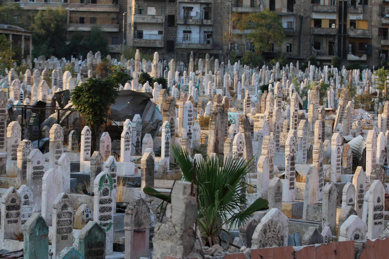Nga dội bom tàn bạo, nghĩa trang khu phố nổi dậy Al Shaar ở Aleppo không còn chỗ để chôn người chết. Ảnh chụp ngày 06/10/2016.