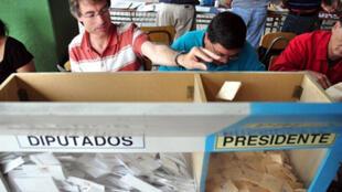 Dimanche 13 décembre 2009, les électeurs chiliens étaient appelés à élire leur président et leurs députés.