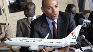 Karim Wade, le fils du chef de l'Etat Abdoulaye Wade, dans les locaux d'Air Sénégal en juin 2009.