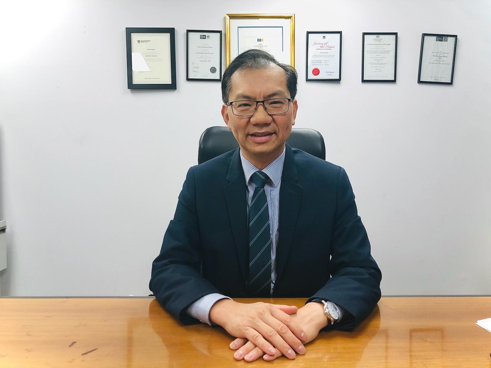 Ông Paul Huy Nguyễn, nhà tư vấn về tài chính, thương mại, nhà bình luận các vấn đề về kinh tế úc, chủ tịch Cộng đồng người Việt Tự do New South Wales.