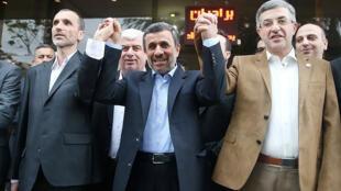 حضور  محمود احمدینژاد، اسفندیار مشایی و حمید بقایی، در وزارت کشور
