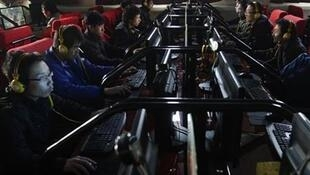 Một quán cà phê internet tại tỉnh Sơn Tây. Ảnh chụp ngày 30/12/2010.
